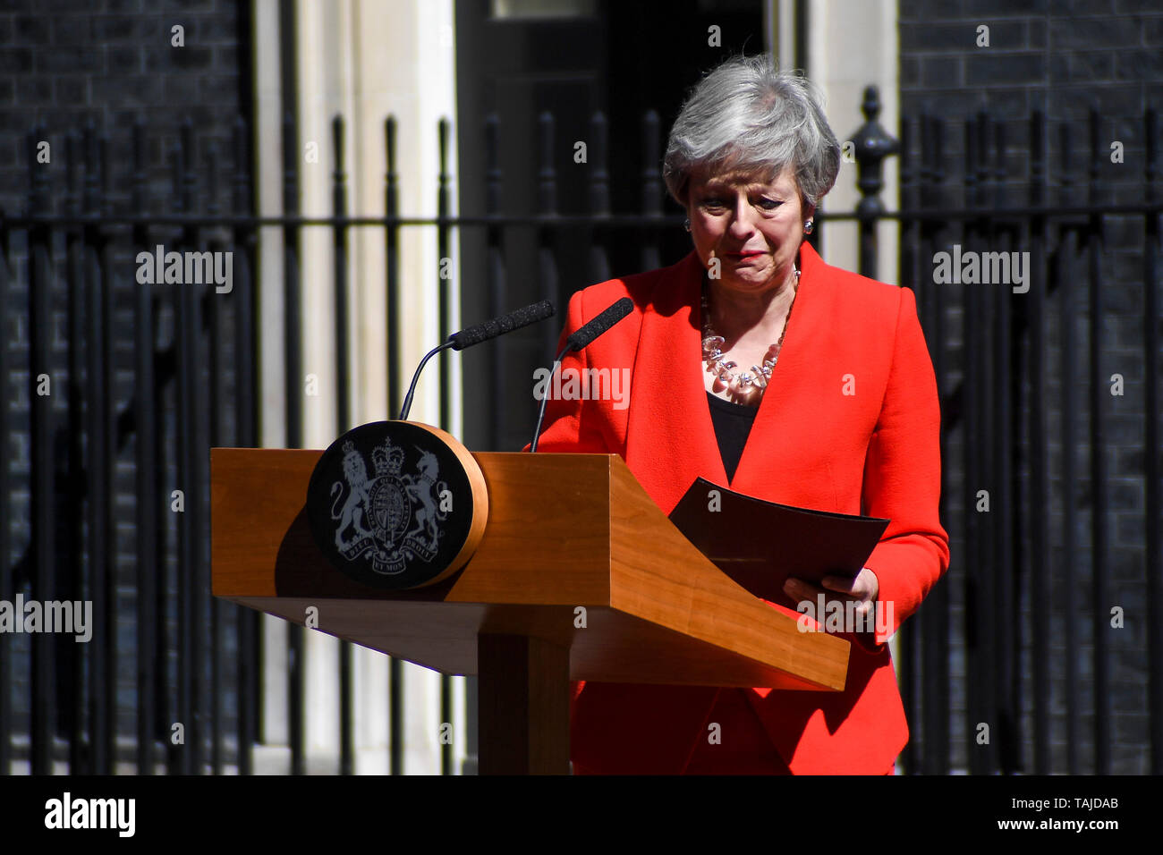 Beijing, China. 24th May, 2019. British Prime Minister Theresa May speaks to the media outside 10 Downing Street in London, Britain on May 24, 2019. Theresa May said on Friday that she will quit as Conservative leader on June 7, paving ways for contest to decide Britain's next prime minister. Credit: Alberto Pezzali/Xinhua/Alamy Live News - Stock Image