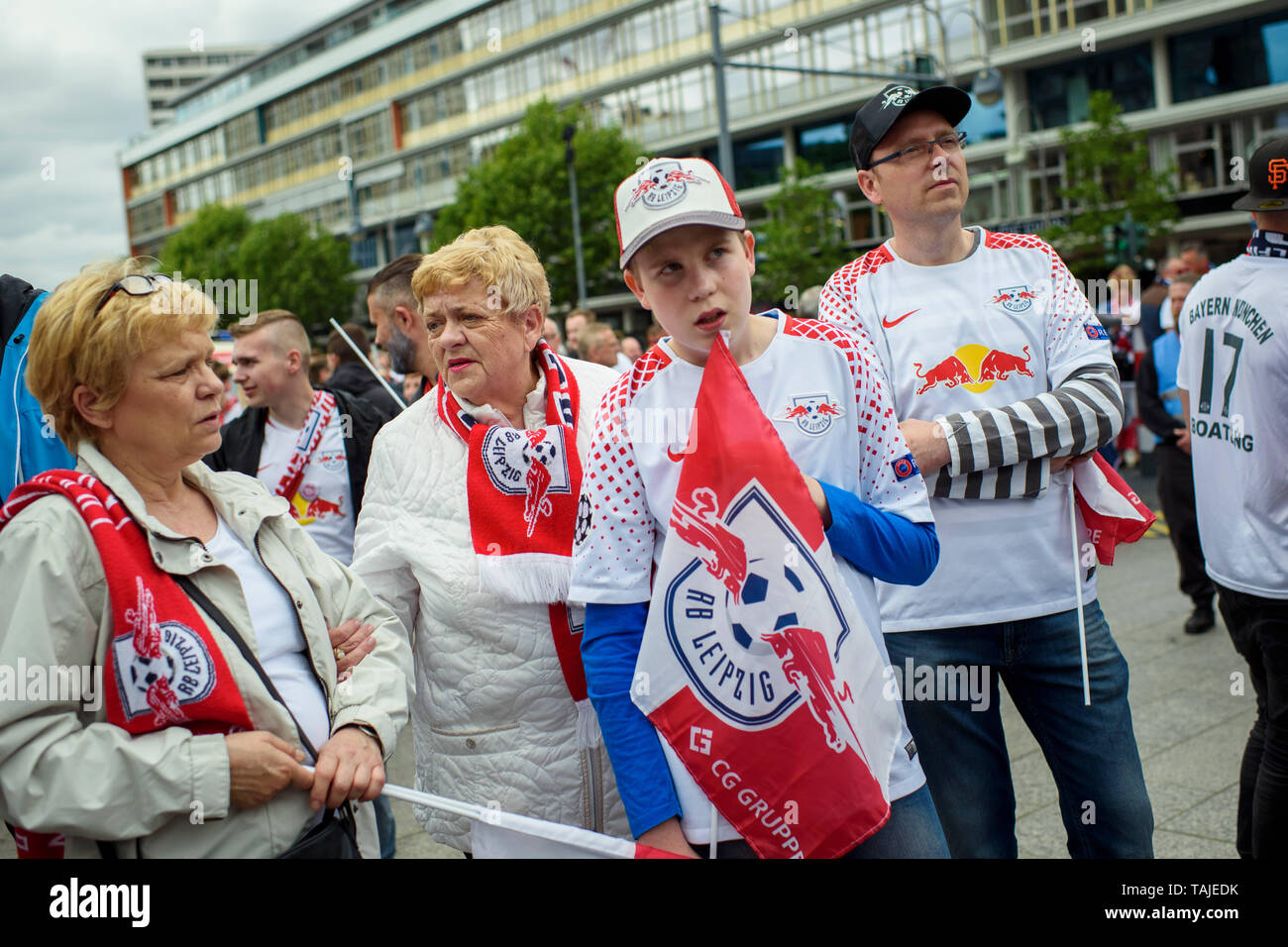 Berlin, Germany. 25th May, 2019. Football, DFB Cup Final RB Leipzig - FC Bayern Munich. Fans of RB Leipzig meet before the game at the Breitscheidplatz. Credit: Gregor Fischer/dpa/Alamy Live News - Stock Image