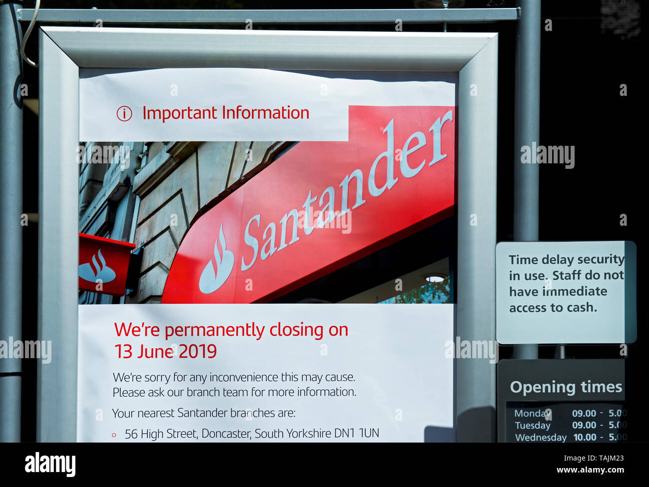 Notice to inform customers that this branch of Santander Bank is to close, England UK - Stock Image
