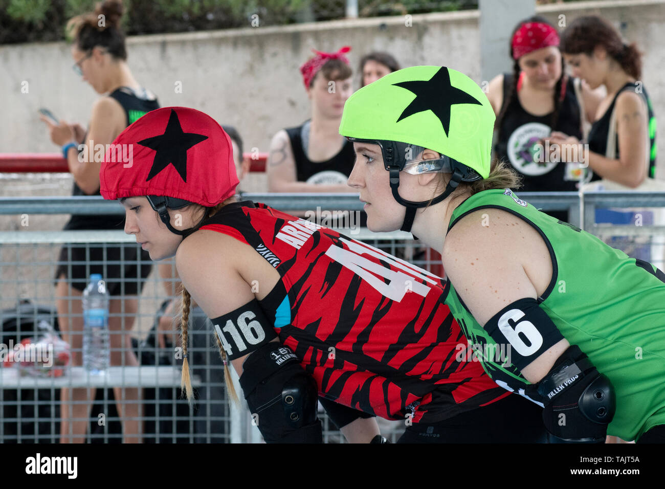 Madrid, Spain. 25th May, 2019. Jammers of Roller Derby Madrid A (red) and Gothenburg Roller Derby (green) just before a jam. - Stock Image