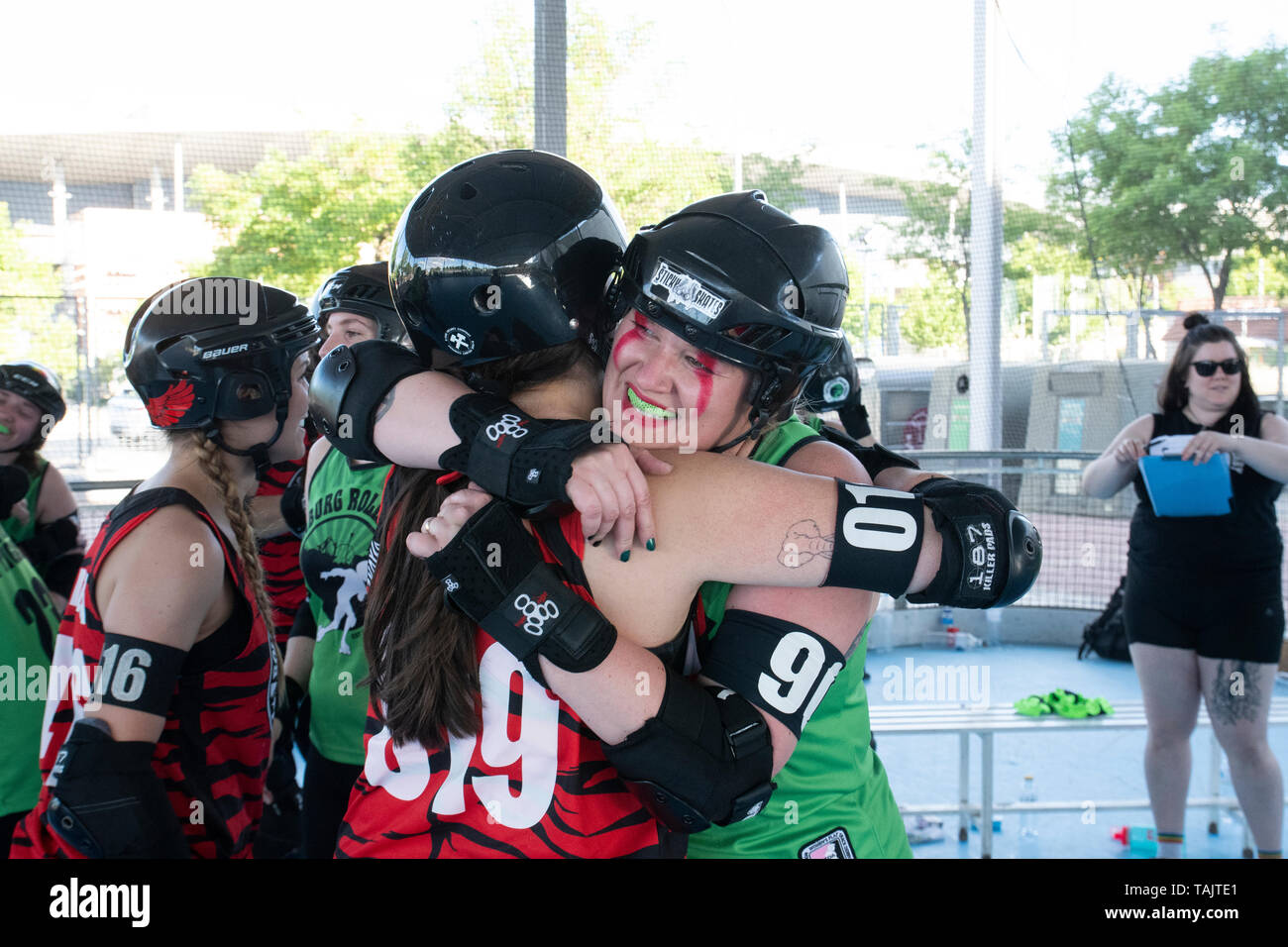 Madrid, Spain. 25th May, 2019. Players of Gothenburg Roller Derby and Roller Derby Madrid celebrating the end of the game. - Stock Image