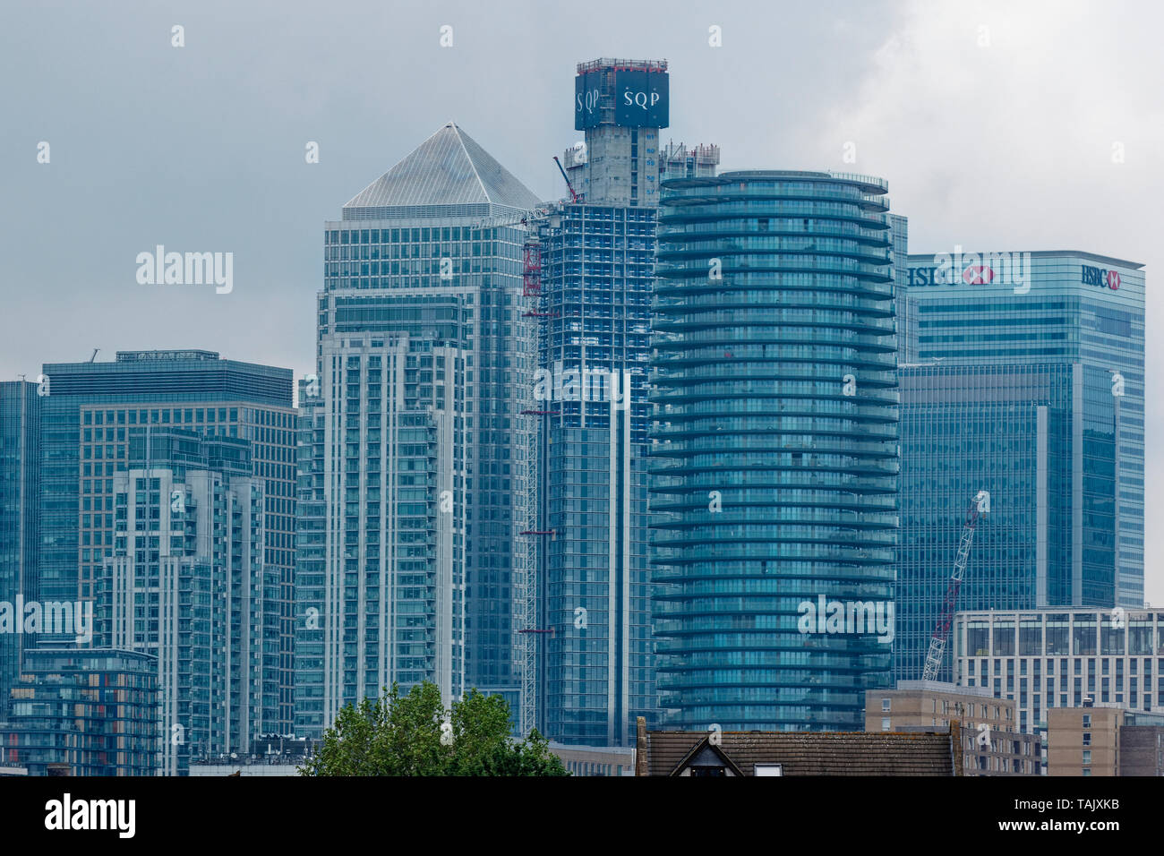 LONDON ISLE OF DOGS SKYSCRAPERS OF CANARY WHARF CONTINUOUS BUILDING DEVELOPMENT - Stock Image