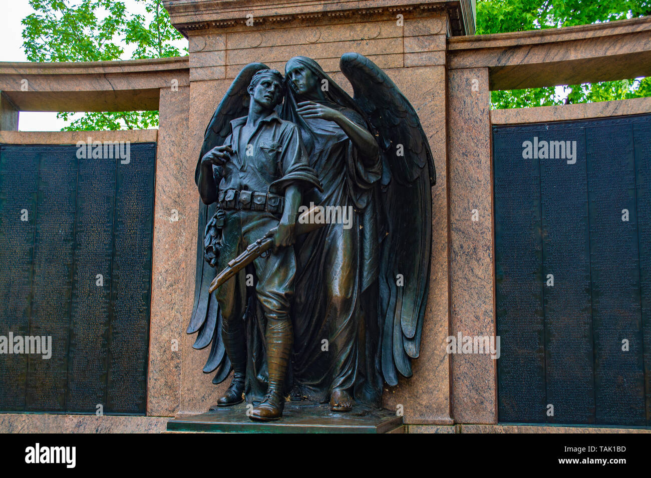 'World War One Memorial' By sculptor Henry Augustus Lukeman and architect Arthur D. Pickering Sculpted Bronze and Granite Exedra. Prospect Park, NY - Stock Image