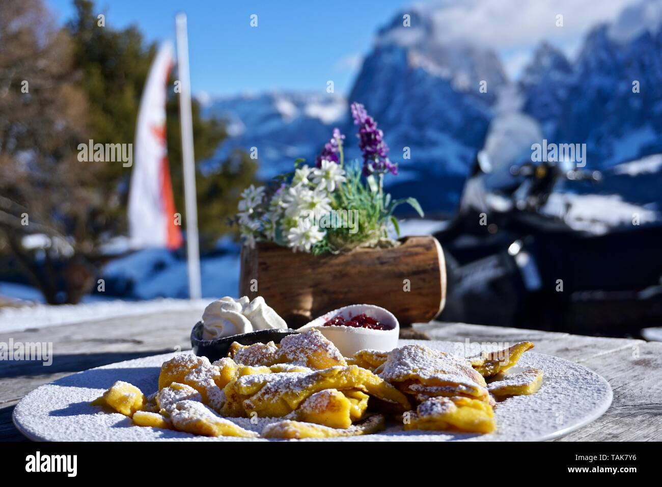 Alpe di Suisi, shredded pancake-style mixture combined with sugar and dried fruit - Stock Image