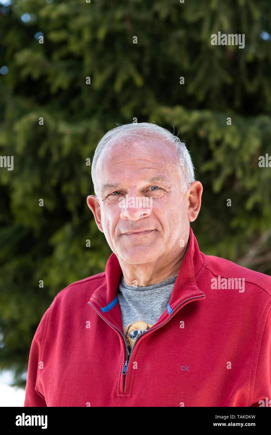 Portrait von Peter Hahne, deutscher Fernsehmoderator, waehrend dem Skiurlaub auf der Bettmeralp, Wallis, Schweiz, am Samstag 20. April 2019. (Foto: Dominic Steinmann) - Stock Image