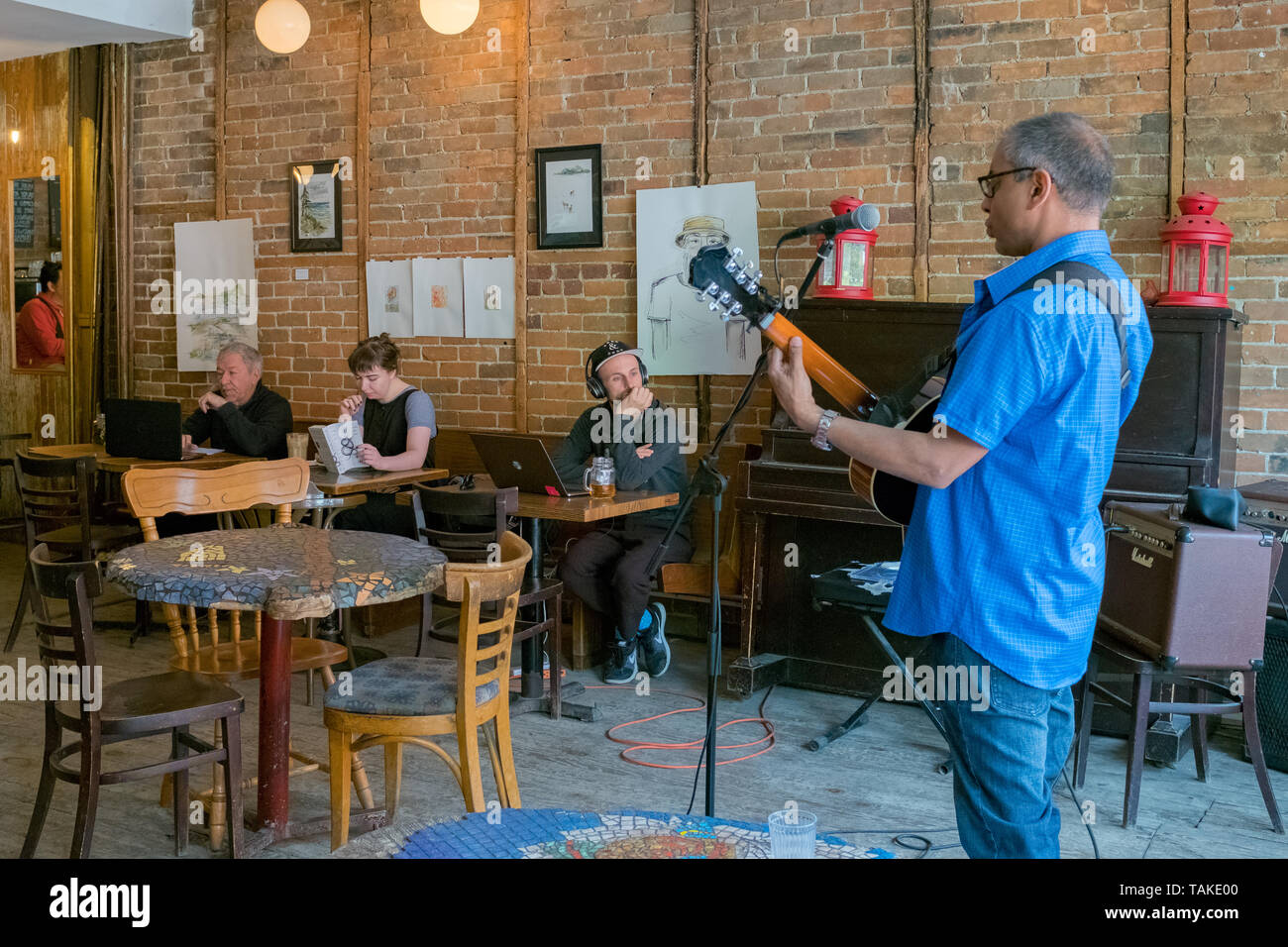 Cafe in the Mile end area, with live Music on Sunday , Montreal - Stock Image