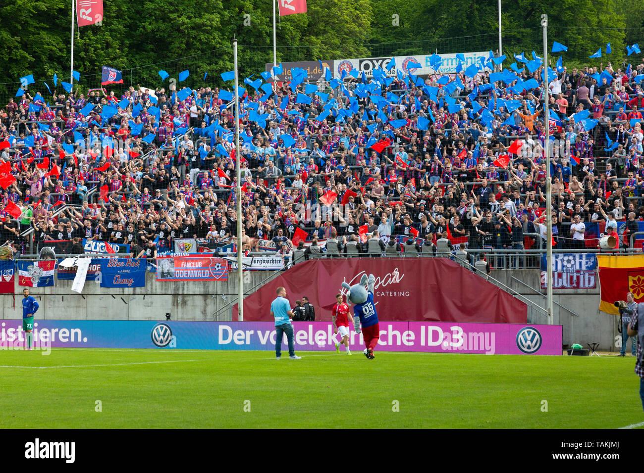 Sport, Fussball, Reviersport Niederrheinpokal, 2018/2019, Finale, Wuppertaler SV vs. KFC Uerdingen 1-2, Stadion Am Zoo in Wuppertal, Zuschauer, Uerdinger Fussballfans, Gaesteblock, Choreografie, Fahnen blau und rot, sports, football, Lower Rhine Cup, 2018/2019, final, Wuppertaler SV vs. KFC Uerdingen 1-2, Stadium Am Zoo in Wuppertal, Uerdingen football fans, visitors, choreography, flags in blue and red *** Local Caption *** sports, football, Lower Rhine Cup, 2018/2019, final, Wuppertaler SV vs. KFC Uerdingen 1-2, Stadium Am Zoo in Wuppertal, Uerdingen football fans, visitors, choreography, fl - Stock Image