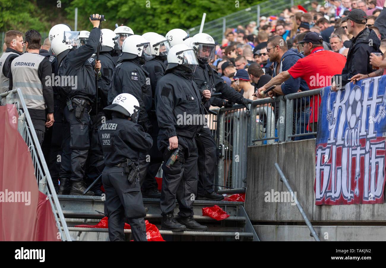 sports, football, Lower Rhine Cup, 2018/2019, final, Wuppertaler SV vs. KFC Uerdingen 1-2, Stadium Am Zoo in Wuppertal, Uerdingen football fans, visitors, Uerdingen football fans, police intervention - Stock Image