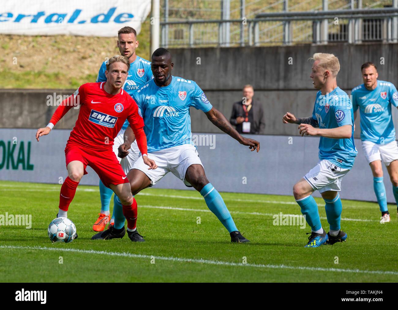 Sport, Fussball, Reviersport Niederrheinpokal, 2018/2019, Finale, Wuppertaler SV vs. KFC Uerdingen 1-2, Stadion Am Zoo in Wuppertal, Spielszene, v.l.n.r. Kevin Hagemann (WSV), Manuel Konrad (KFC), Assani Lukimya (KFC), Patrick Pfluecke (KFC), Kevin Grosskreutz (KFC), sports, football, Lower Rhine Cup, 2018/2019, final, Wuppertaler SV vs. KFC Uerdingen 1-2, Stadium Am Zoo in Wuppertal, scene of the match, f.l.t.r. Kevin Hagemann (WSV), Manuel Konrad (KFC), Assani Lukimya (KFC), Patrick Pfluecke (KFC), Kevin Grosskreutz (KFC) *** Local Caption *** sports, football, Lower Rhine Cup, 2018/2019, fi - Stock Image