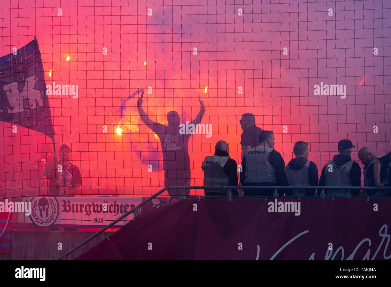 Sport, Fussball, Reviersport Niederrheinpokal, 2018/2019, Finale, Wuppertaler SV vs. KFC Uerdingen 1-2, Stadion Am Zoo in Wuppertal, Zuschauer, Uerdinger Fussballfans, Gaesteblock, Abbrennen von Pyrotechnik, Rauch, Dunst, Nebel, sports, football, Lower Rhine Cup, 2018/2019, final, Wuppertaler SV vs. KFC Uerdingen 1-2, Stadium Am Zoo in Wuppertal, Uerdingen football fans, visitors, pyrotechnics, smoke-bombs, haze, misty *** Local Caption *** sports, football, Lower Rhine Cup, 2018/2019, final, Wuppertaler SV vs. KFC Uerdingen 1-2, Stadium Am Zoo in Wuppertal, Uerdingen football fans, visitors,  - Stock Image