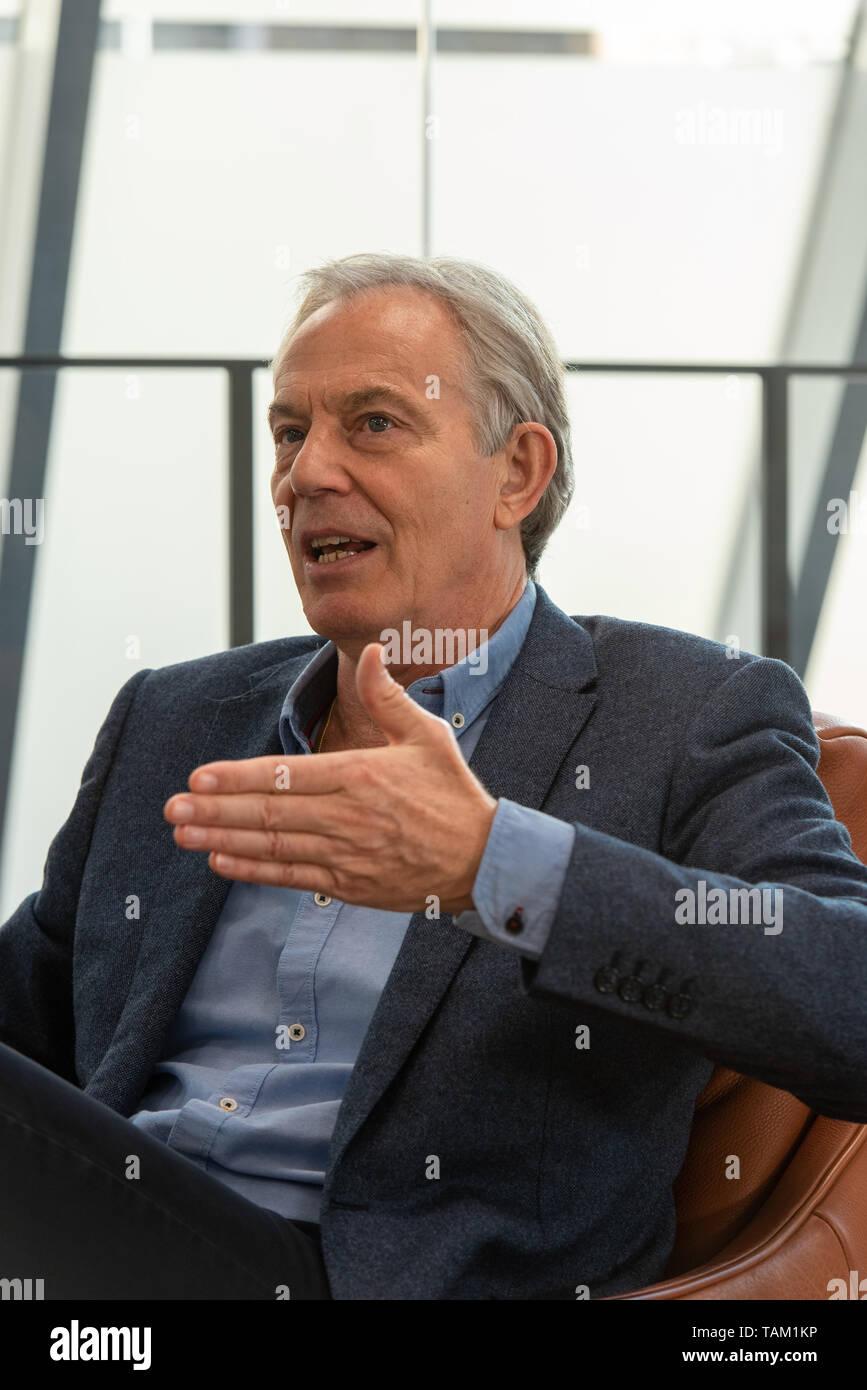 Tony Blair, fotografiert in seinem Londoner Büro / Tony Blair, photographié dans son bureau. / Tony Blair, photographed in his London office. - Stock Image