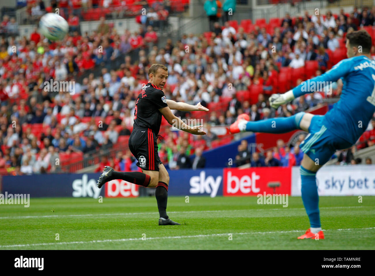Lee Cattermole of Sunderland looks for the pass during the