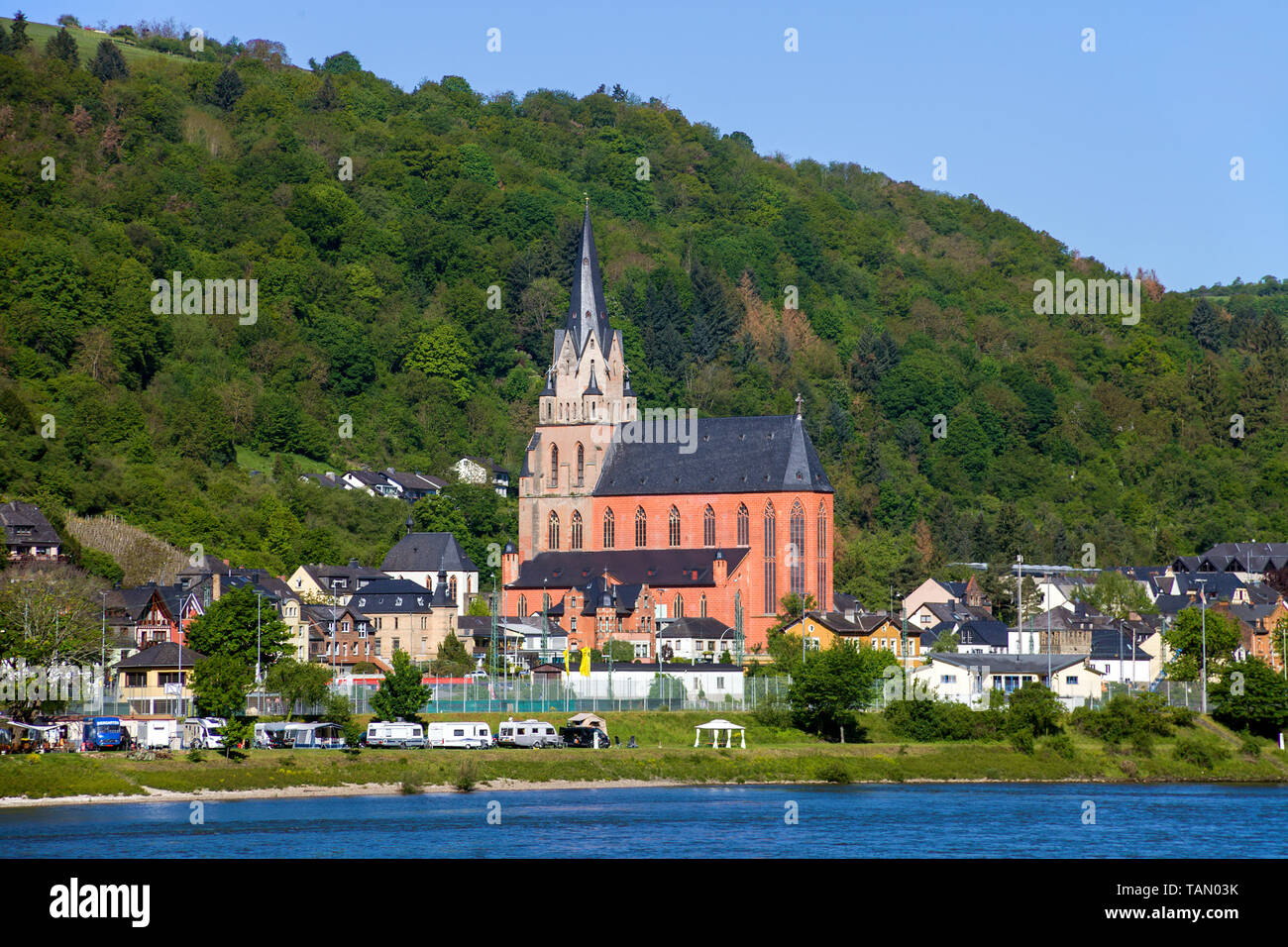 Die Liebfrauenkirche in Oberwesel, Rhein-Hunsrück-Kreis, Oberes Mittelrheintal, Rheinland-Pfalz, Deutschland | Church of Our Lady (Liebfrauenkirche) a Stock Photo