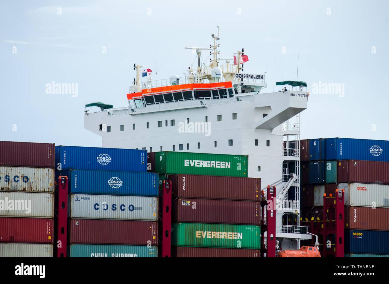 Cosco Shipping Stock Photos & Cosco Shipping Stock Images