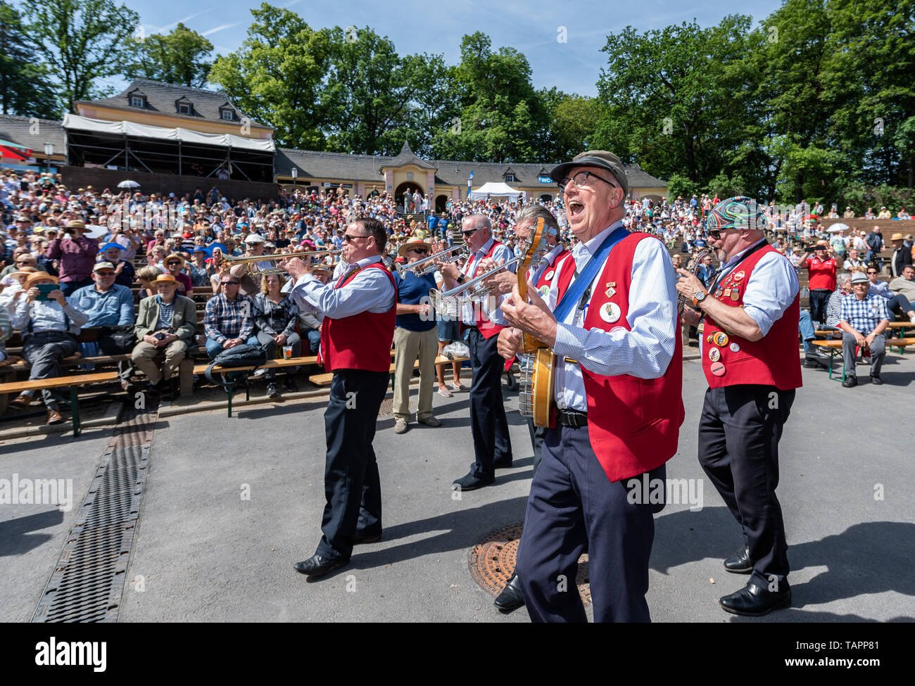 26 May 2019, Saxony, Dresden: Musicians of the Lamarotte
