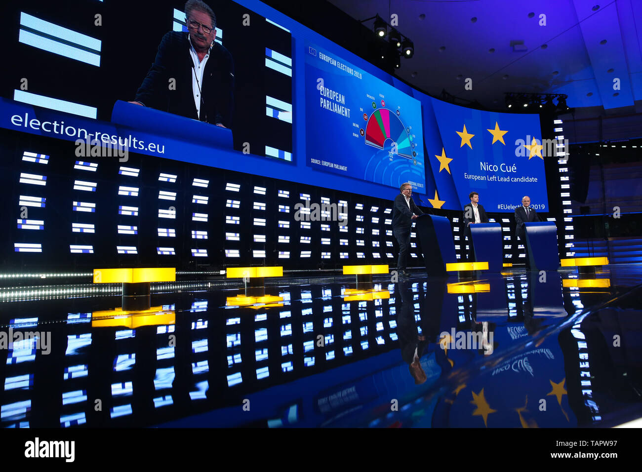 Brussels, Belgium. 27th May 2019. European Left lead candidate to the Presidency of the European Commission Nico Cue (1st L) speaks at the European Parliament in Brussels, Belgium, May 27, 2019. Voters in Germany, Lithuania, Cyprus, Bulgaria, Greece and Italy cast their ballots on Sunday in elections to the European Parliament (EP). Credit: Xinhua/Alamy Live News - Stock Image