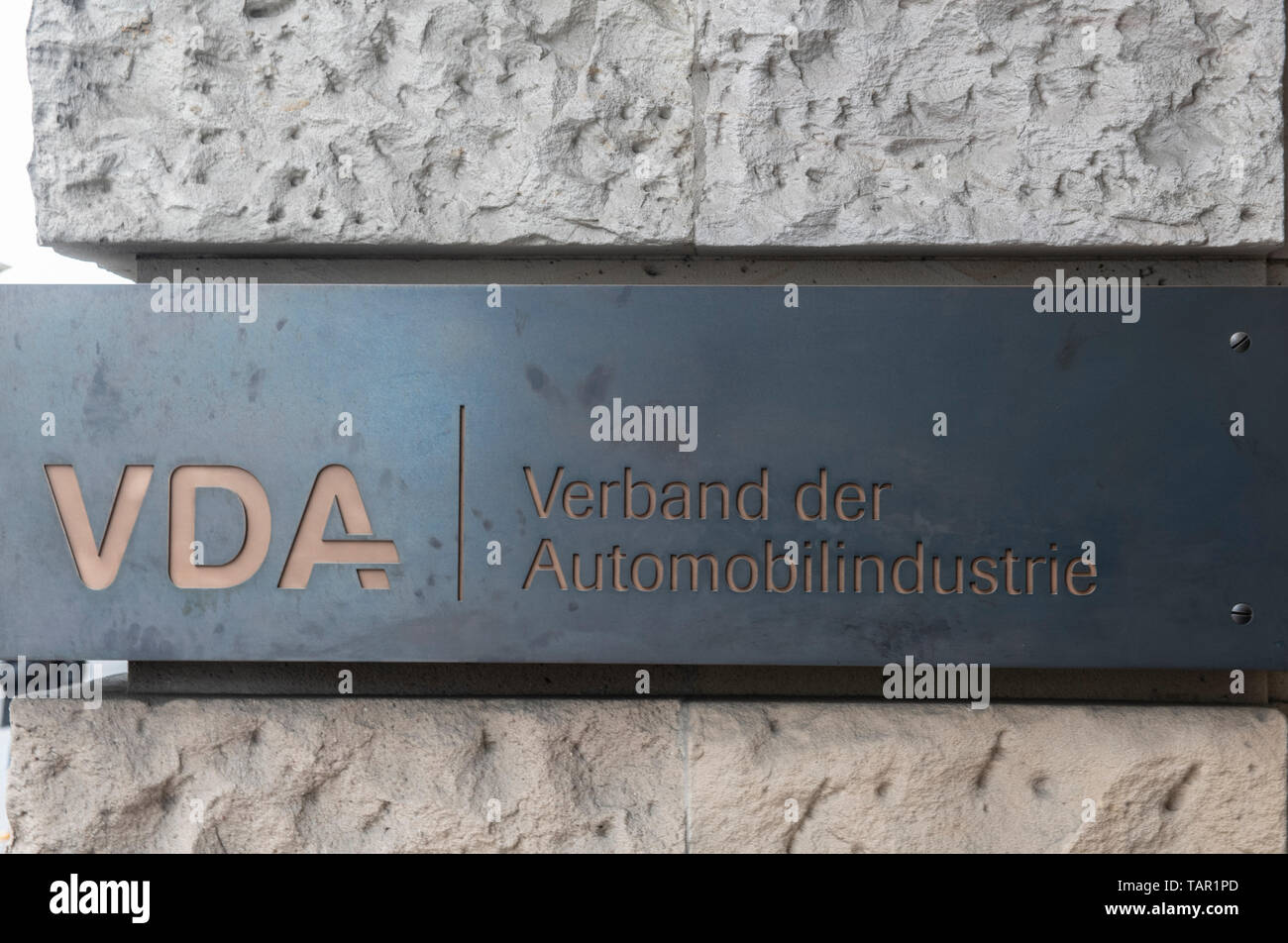 Berlin, Germany. 05th May, 2019. 'VDA - Verband der Automobilindustrie' is written on the sign on the house façade at Bebelplatz. This is where the VDA has its headquarters. Credit: Paul Zinken/dpa/Alamy Live News - Stock Image