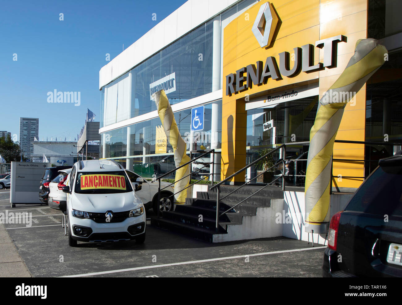 SÃO PAULO, SP - 27.05.2019: FIAT E RENAULT PODEM SE JUNTAR - Renault logo is seen in the company's concensionaire in the south of the capital of São Paulo on the afternof this Monday (27). The company is studyingying merger proposal with Fiat Chrysler Automobiles (FCA). (Photo: Bruno Rocha/Fotoarena) Stock Photo
