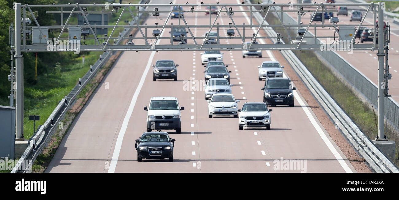 Thurland, Germany. 12th May, 2019. Various cars and vans drive under a toll bridge on the A9 motorway. Credit: Jan Woitas/dpa-Zentralbild/dpa/Alamy Live News Stock Photo
