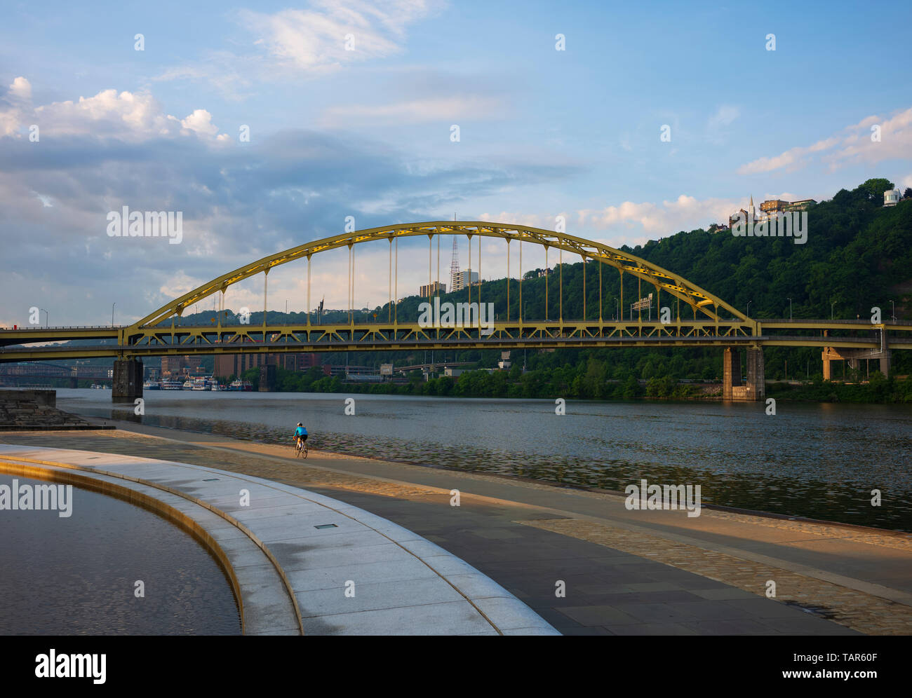Early morning exericse in the City of Pittsburgh, Pennsylvania seen at sunrise from Point State Park. - Stock Image