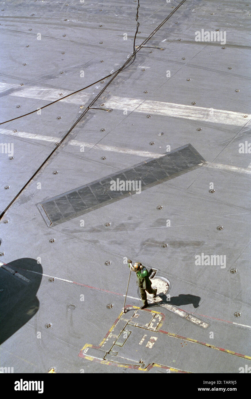1st November 1993 Operation Continue Hope. A Green shirt with an arresting-gear tool on the flight deck of the U.S. Navy aircraft carrier USS Abraham Lincoln in the Indian Ocean, 50 miles off Mogadishu. - Stock Image