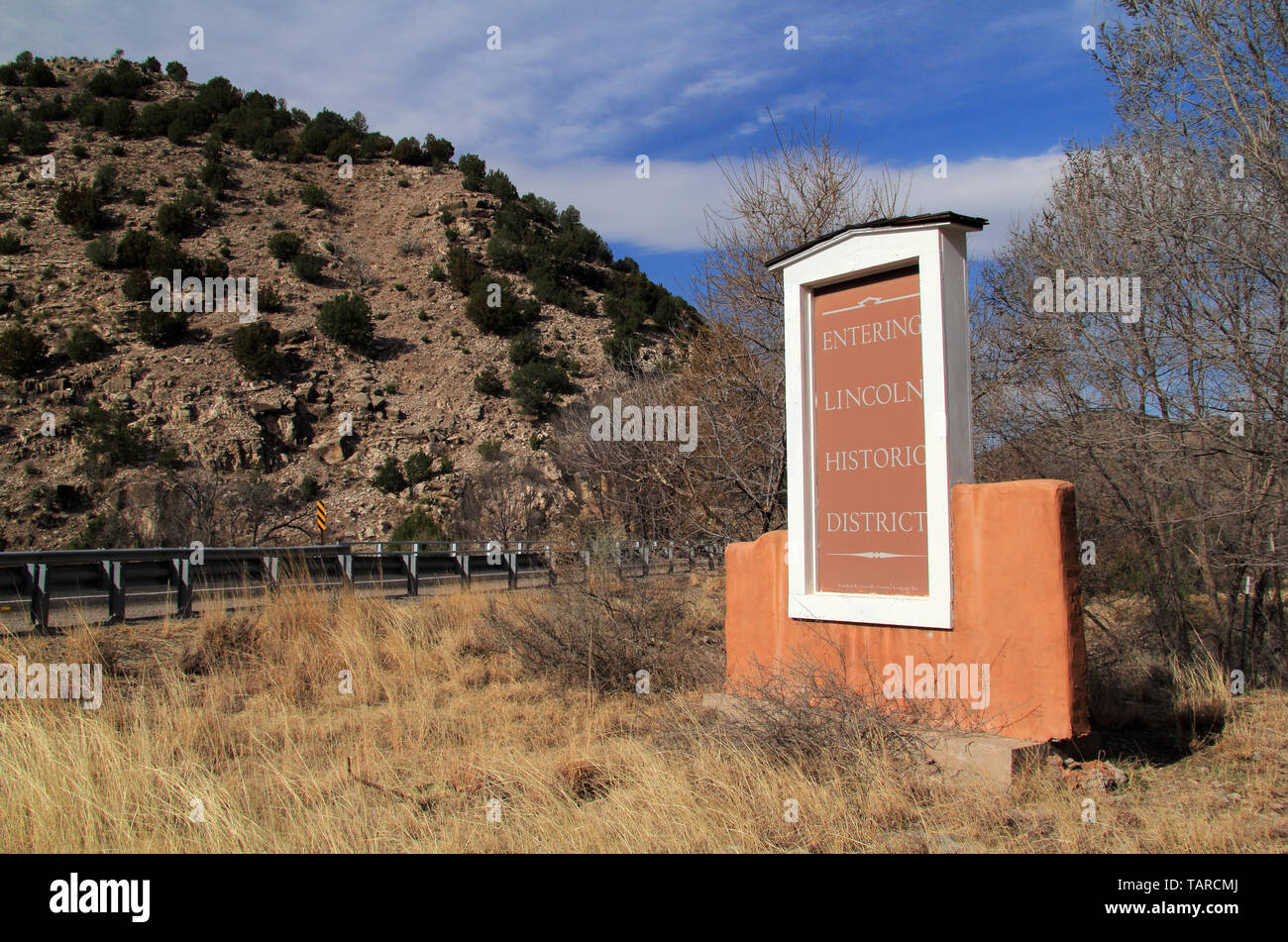 A sign along the roadside welcomes visitors to the historic town of Lincoln, New Mexico, site of the infamous Lincoln County War Stock Photo
