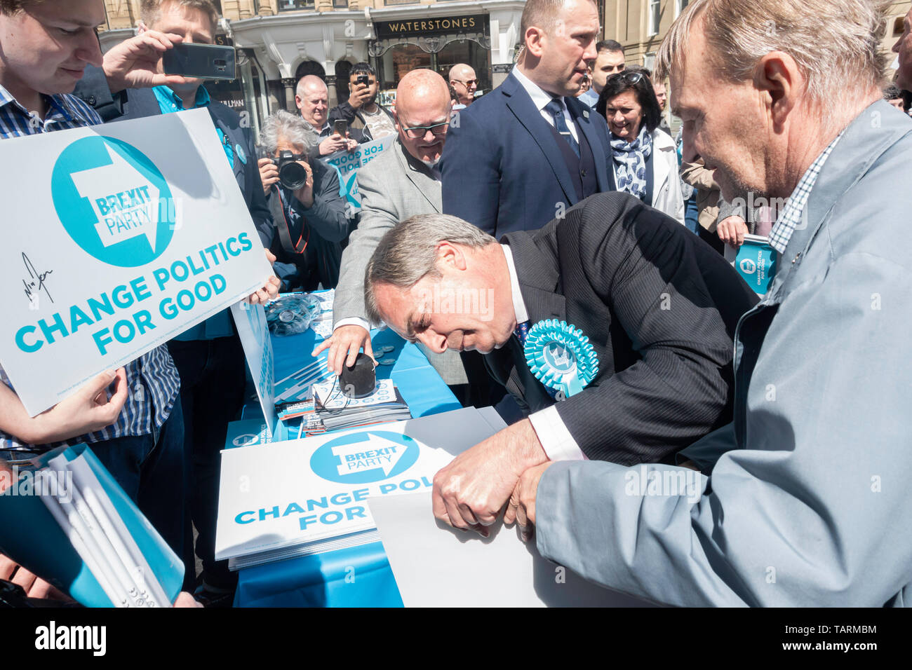 Newcastle upon Tyne, UK. 20th May 2019. UK. Nigel Farage meeting fellow Brexit Party members - Stock Image