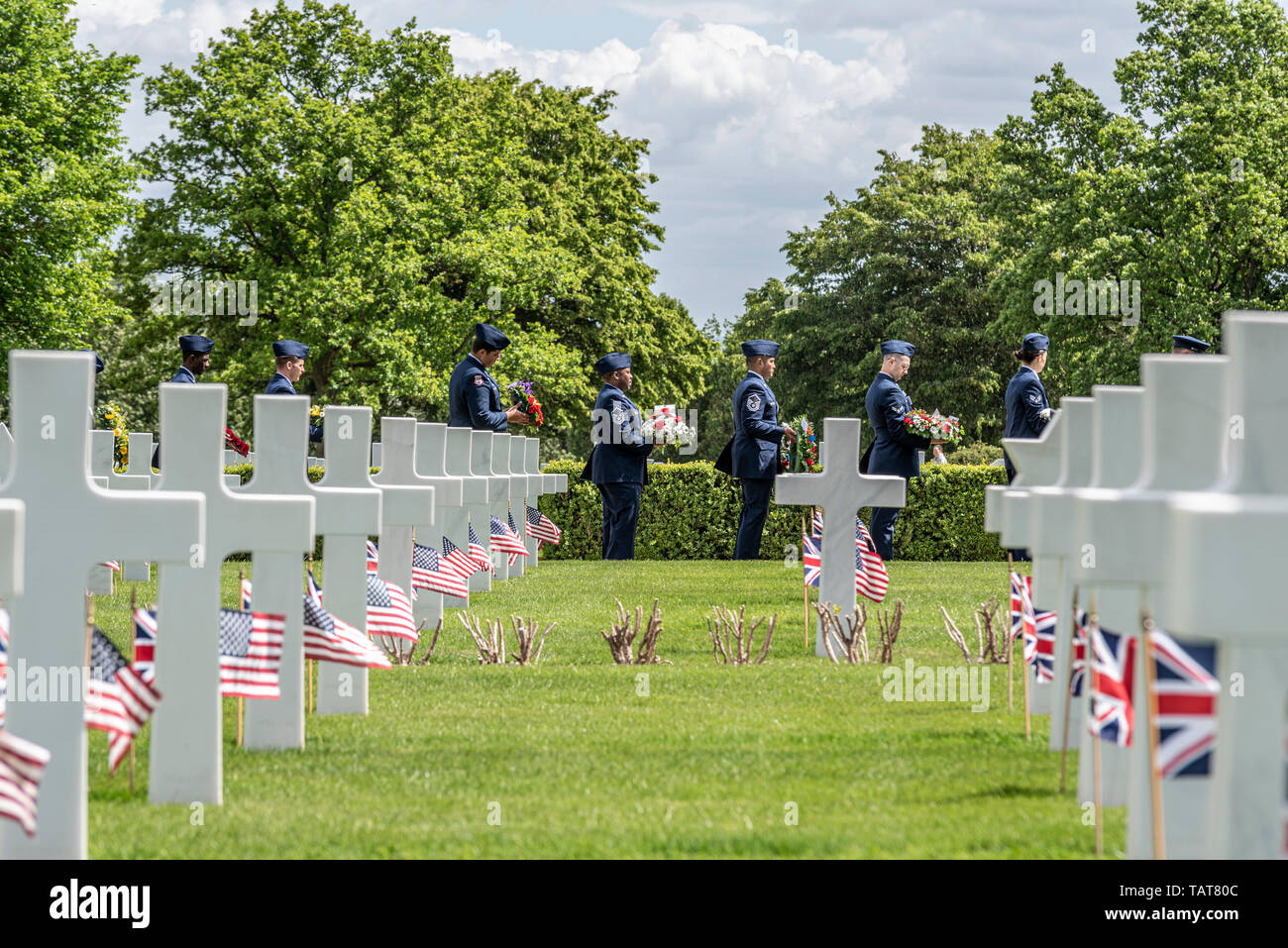 US service personnel with wreaths and crosses on US Memorial Day remembrance event at Cambridge American Cemetery and Memorial, Cambridgeshire, UK. Stock Photo
