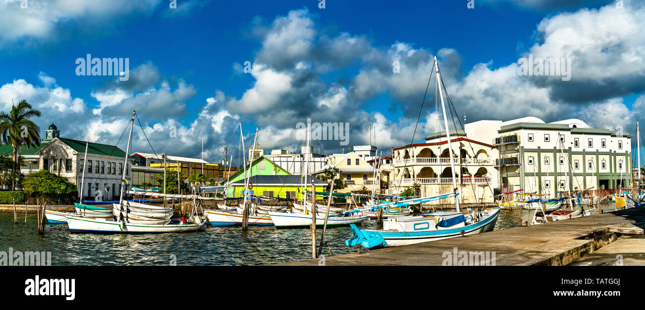 Houses and yachts at Haulover Creek in Belize City - Stock Image