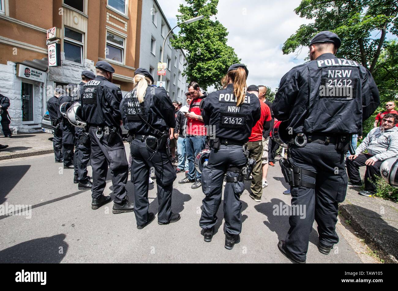 Dortmund, Nordrhein Westfalen, Germany. 25th May, 2019. Special commandos from the NRW police in Germany check incoming neonazis for contraband and weapons. Prior to the European Elections, the neonazi party Die Rechte (The Right) organized a rally in the German city of Dortmund to promote their candidate, the incarcerated Holocaust denier Ursula Haverbeck. The demonstration and march were organized by prominent local political figure and neonazi activist Michael Brueck (Michael Brück) who enlisted the help of not only German neonazis, but also assistance from Russian, Bulgarian, Hungarian, Stock Photo
