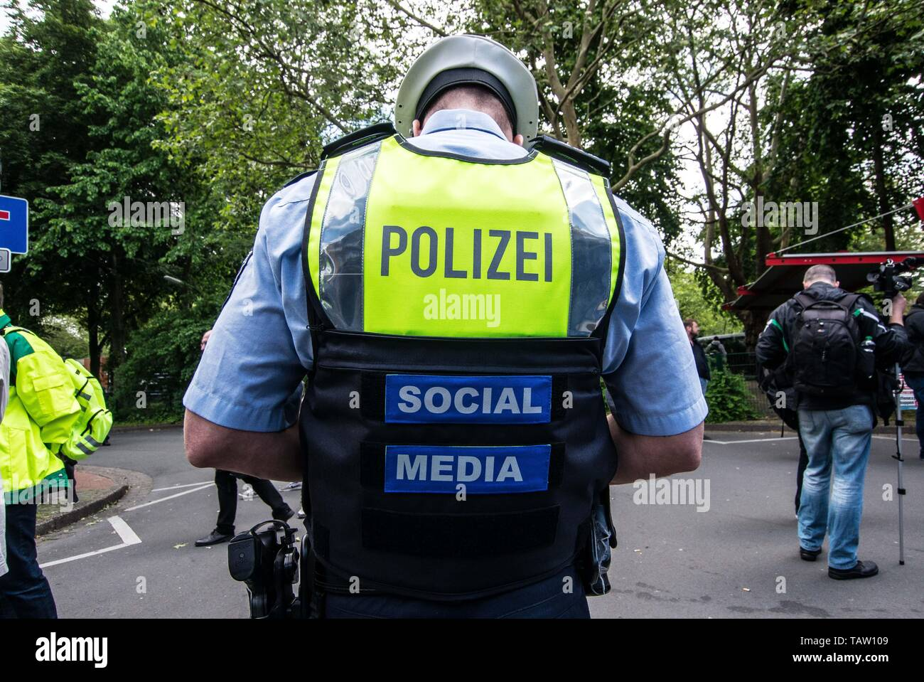 Dortmund, Nordrhein Westfalen, Germany. 25th May, 2019. A German police officer at a neonazi rally in Germany wears the identifiers that he is updating via their social networking platforms. Credit: Sachelle Babbar/ZUMA Wire/Alamy Live News Stock Photo