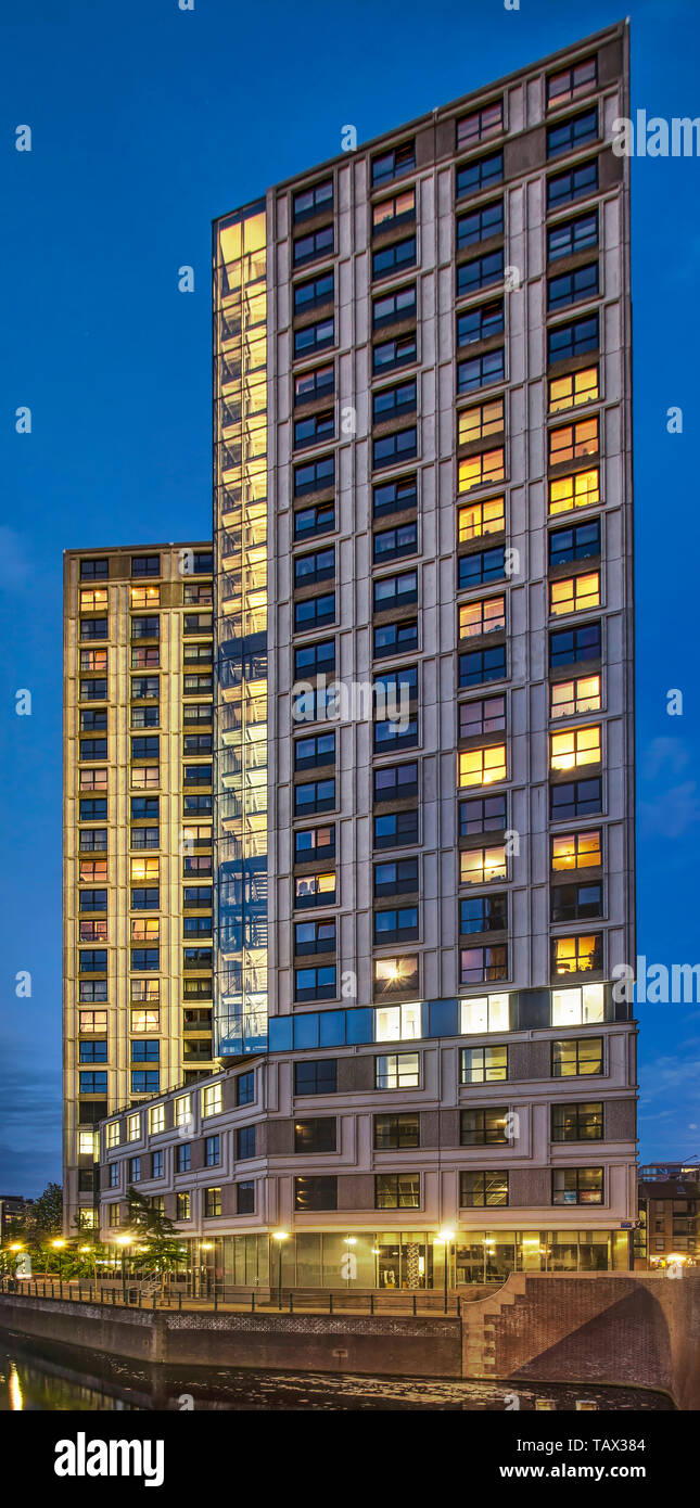 dba8cb75072 Rotterdam, The Netherlands, May 15, 2019: the Witte Keizer residential  tower on a corner of Steigersgracht canal in the blue hour after sunset
