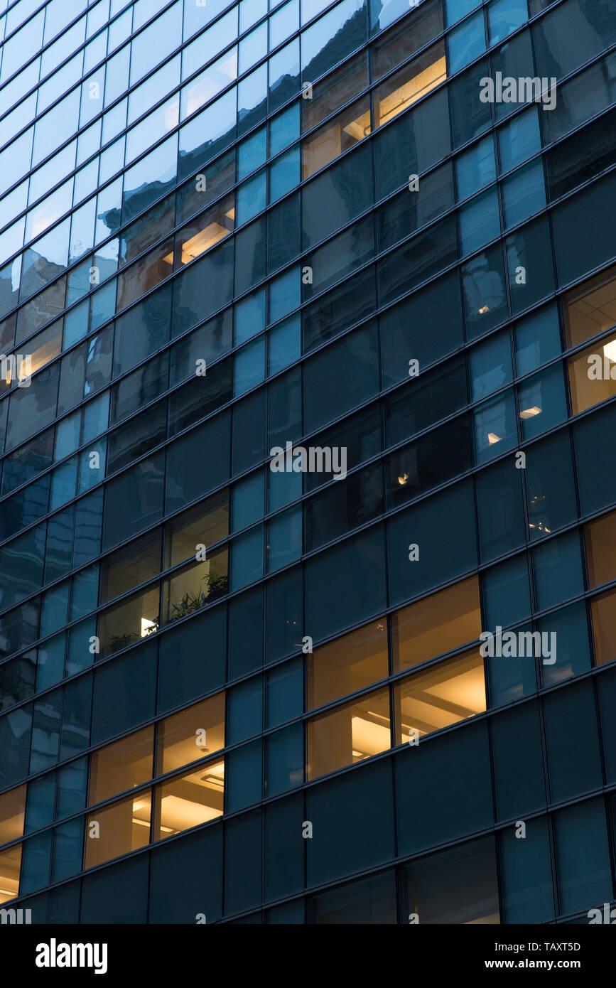 Office block in Manhattan, New York City, USA. /  Bürogebäude / Immeuble de bureaux. Stock Photo