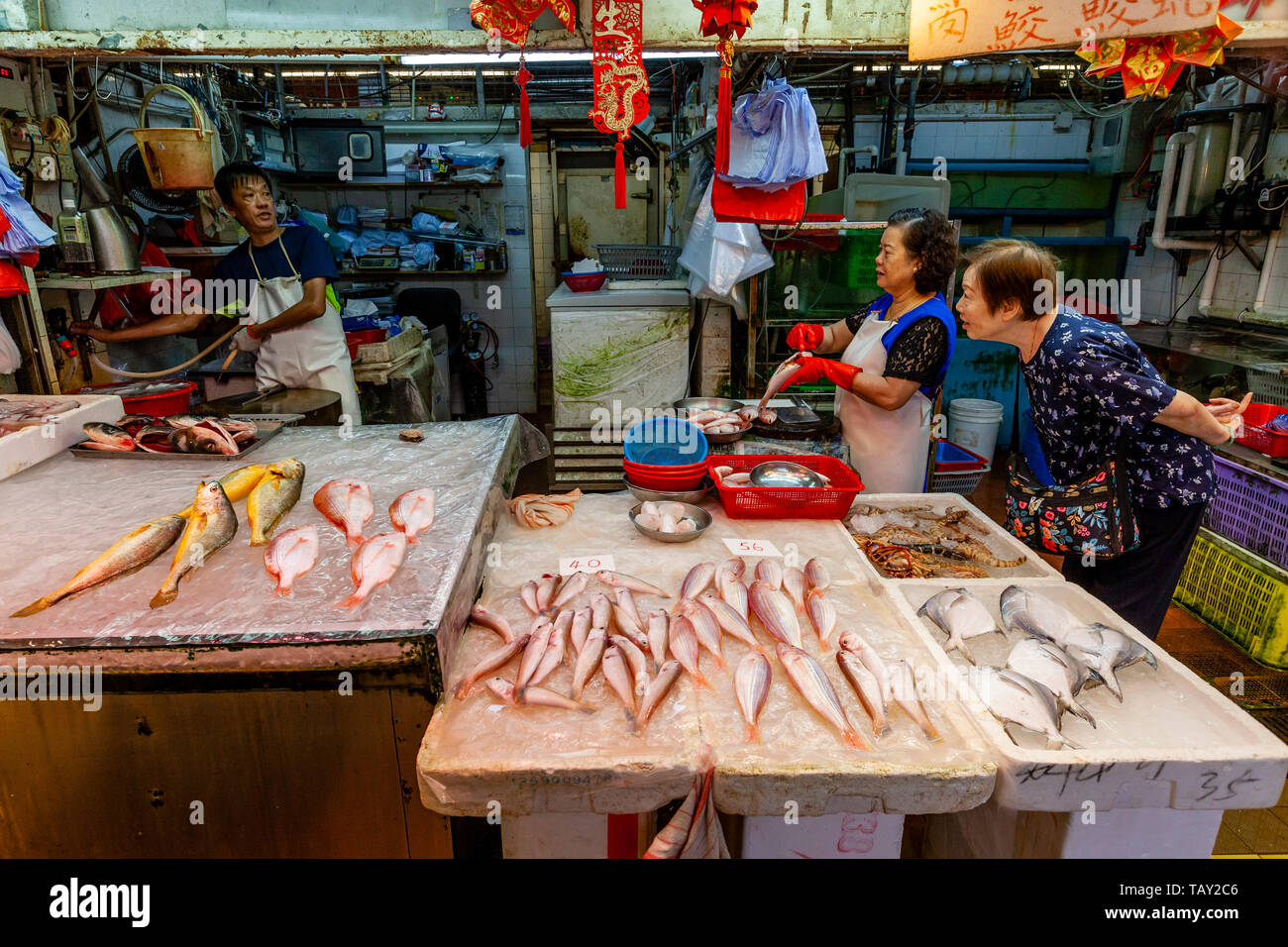 A Wet Fish and Seafood Stall Inside The Bowrington Road Cooked Food Centre, Hong Kong, China - Stock Image