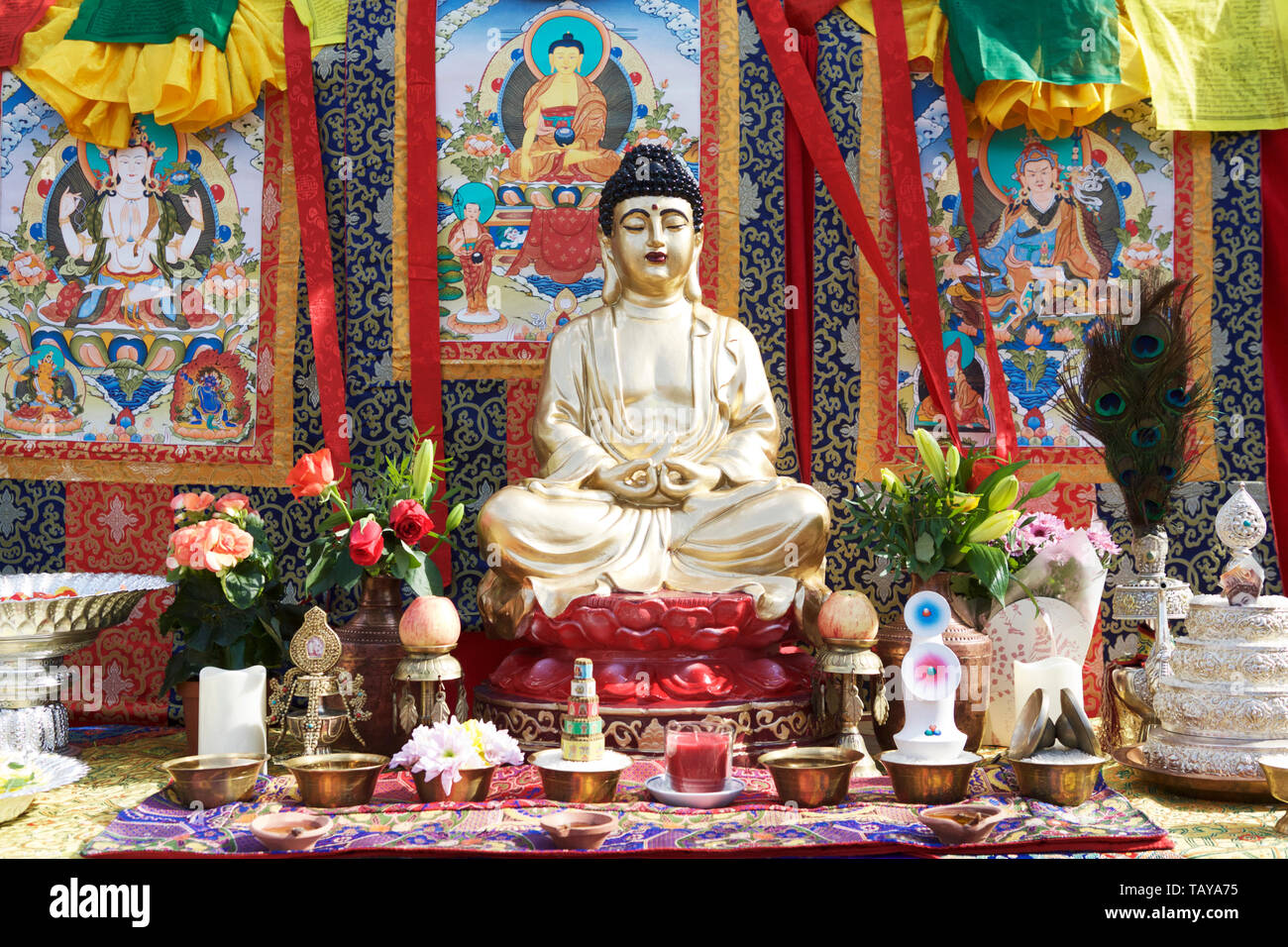 Eastern philosophy Buddhism: Lord buddha and prayer table. - Stock Image