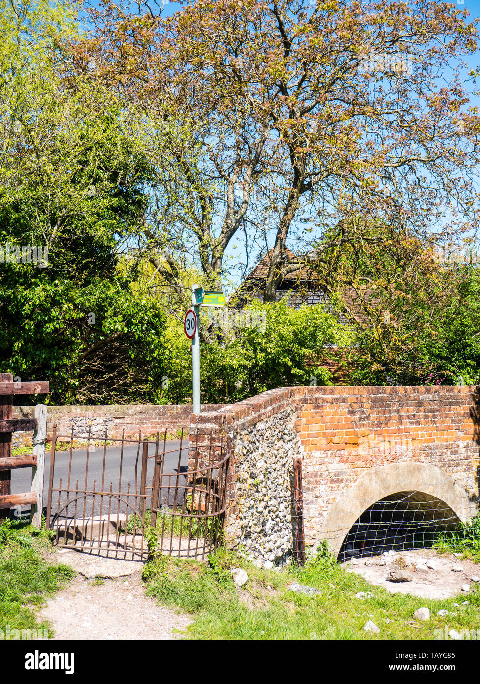 Kissin gate and Bridge, on way into Hambledon Village, Buckinghamshire, England, UK, GB. - Stock Image