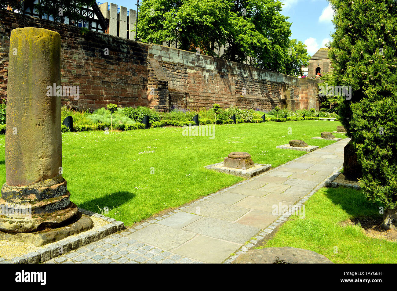 Roman Gardens in Chester were laid out in 1949 to display the Roman building fragments from the Roman legionary fortress of Deva discovered in Chester - Stock Image