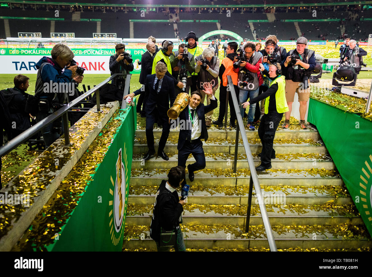Berlin, 25.05.2019 Coach Niko Kovac (FCB) leaves the stadium with the german cup RB Leipzig - FC Bayern MŸnchen Copyright (nur fŸr journalistische Zwe - Stock Image