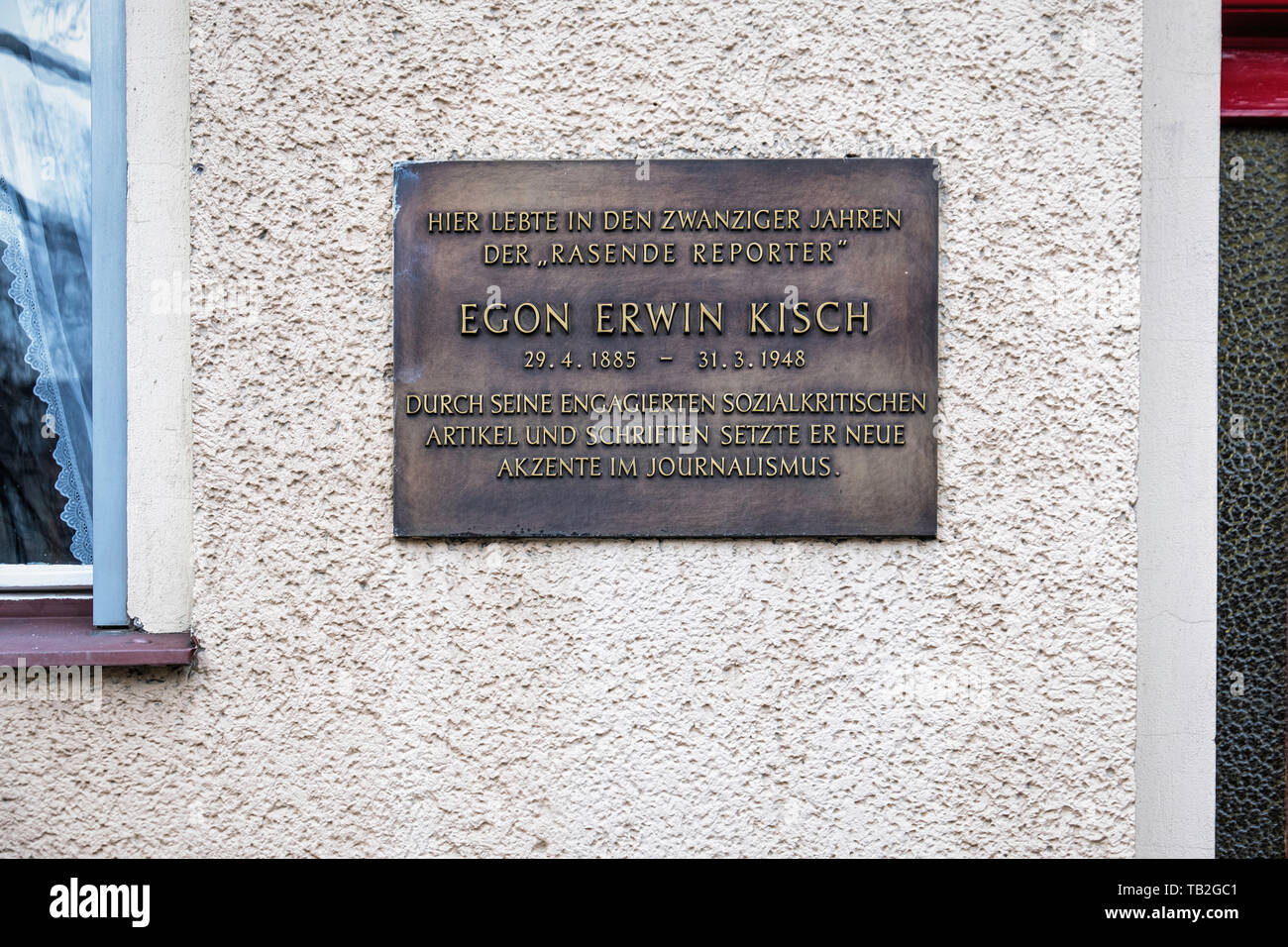 Hohenstaufenstraße 36, Schöneberg-Berlin.Memorial Plaque on house where Egon Erwin Kisch lived.Anti-war, Communist reporter & writer who opposed Hitle - Stock Image