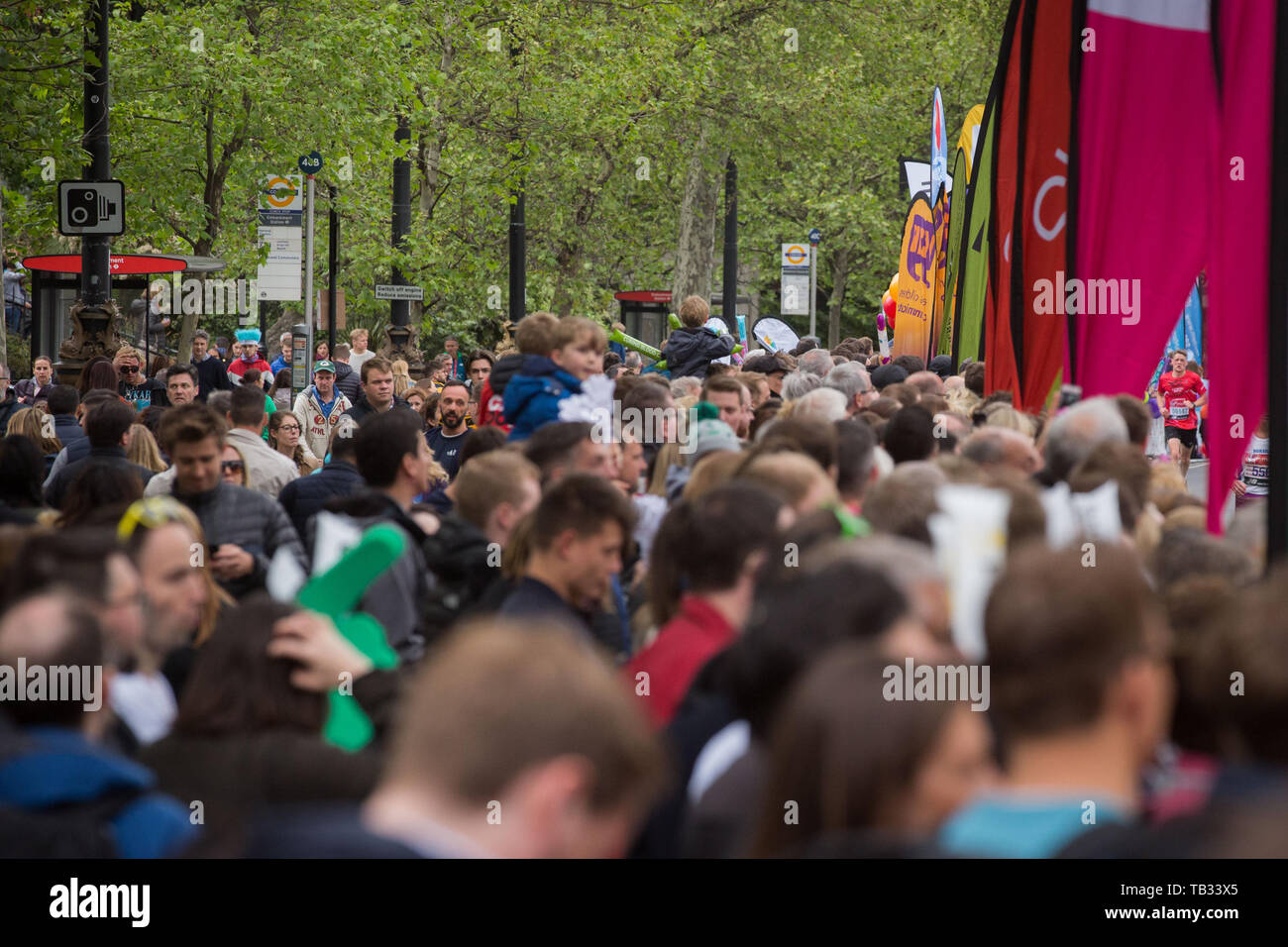Spectators watch runners in the 2019 Virgin Money London Marathon along the Embankment.  Featuring: Atmosphere, View Where: London, United Kingdom When: 28 Apr 2019 Credit: Wheatley/WENN - Stock Image