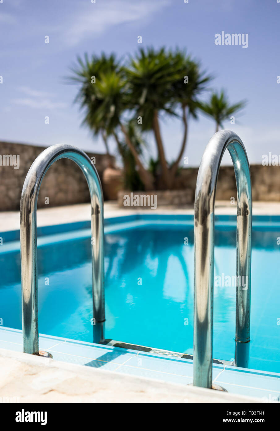 Piscine En Inox Steel And Style stainless steel pool stock photos & stainless steel pool