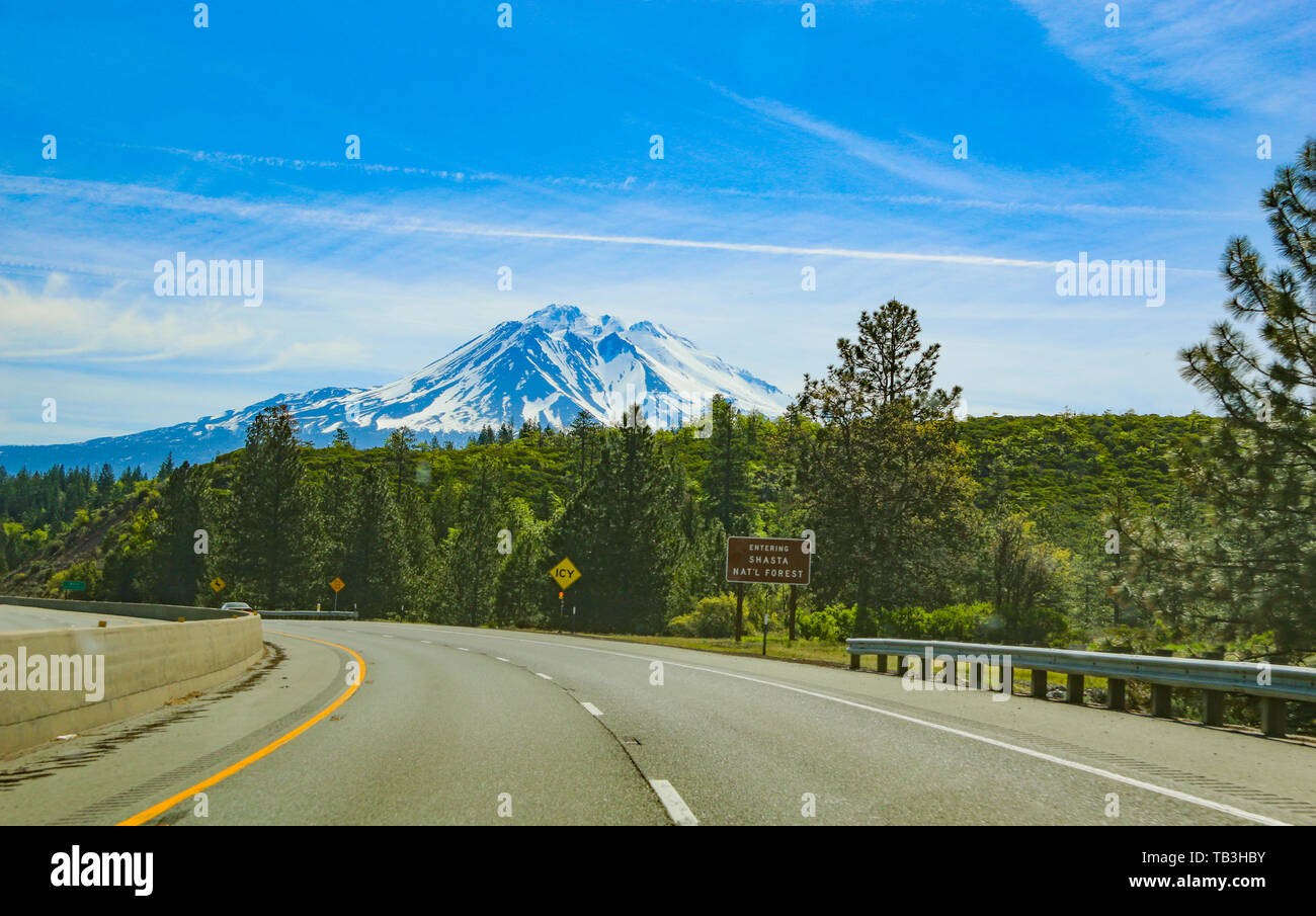 Magnificent Mount Shasta from the highway, California, USA - Stock Image
