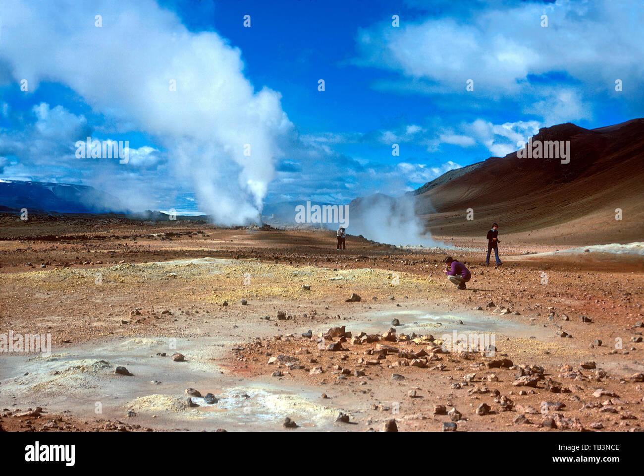 Boiling mud, sulphur pits, hot springs and erupting geysirs, Namaskard, near Lake Myvatn, Iceland - Stock Image