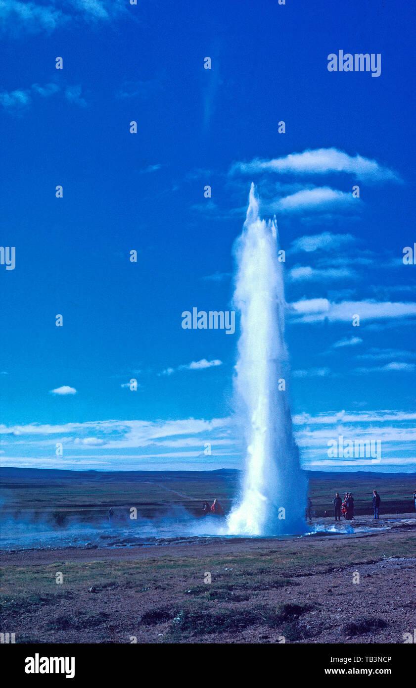Eruption of Strokkur geyser, Haukadalur Valley, Iceland - Stock Image
