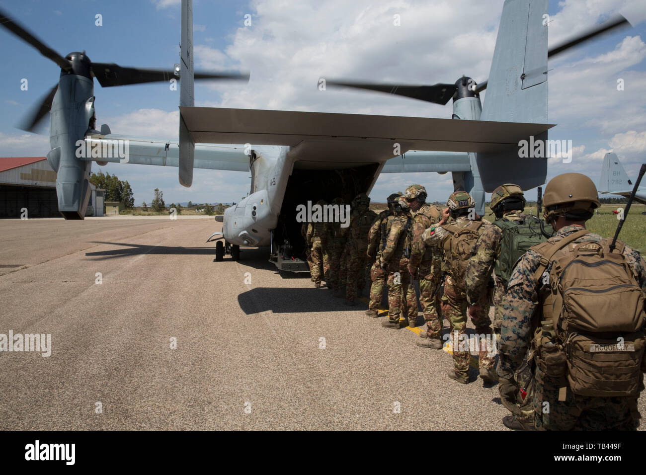 U.S. Marines with Special Purpose Marine Air-Ground Task Force-Crisis Response-Africa 19.2, Marine Forces Europe and Africa, and members of the Italian military board a U.S. Marine Corps MV-22B Osprey for a raid rehearsal during exercise Joint Stars 2019 at Perdas range in Sardinia, Italy, May 24, 2019. Joint Stars 2019 is a bilateral training exercise between the Italian Armed Forces and U.S. Marines. SPMAGTF-CR-AF is deployed to conduct crisis-response and theater-security operations in Africa and promote regional stability by conducting military-to-military training exercises throughout Eur Stock Photo