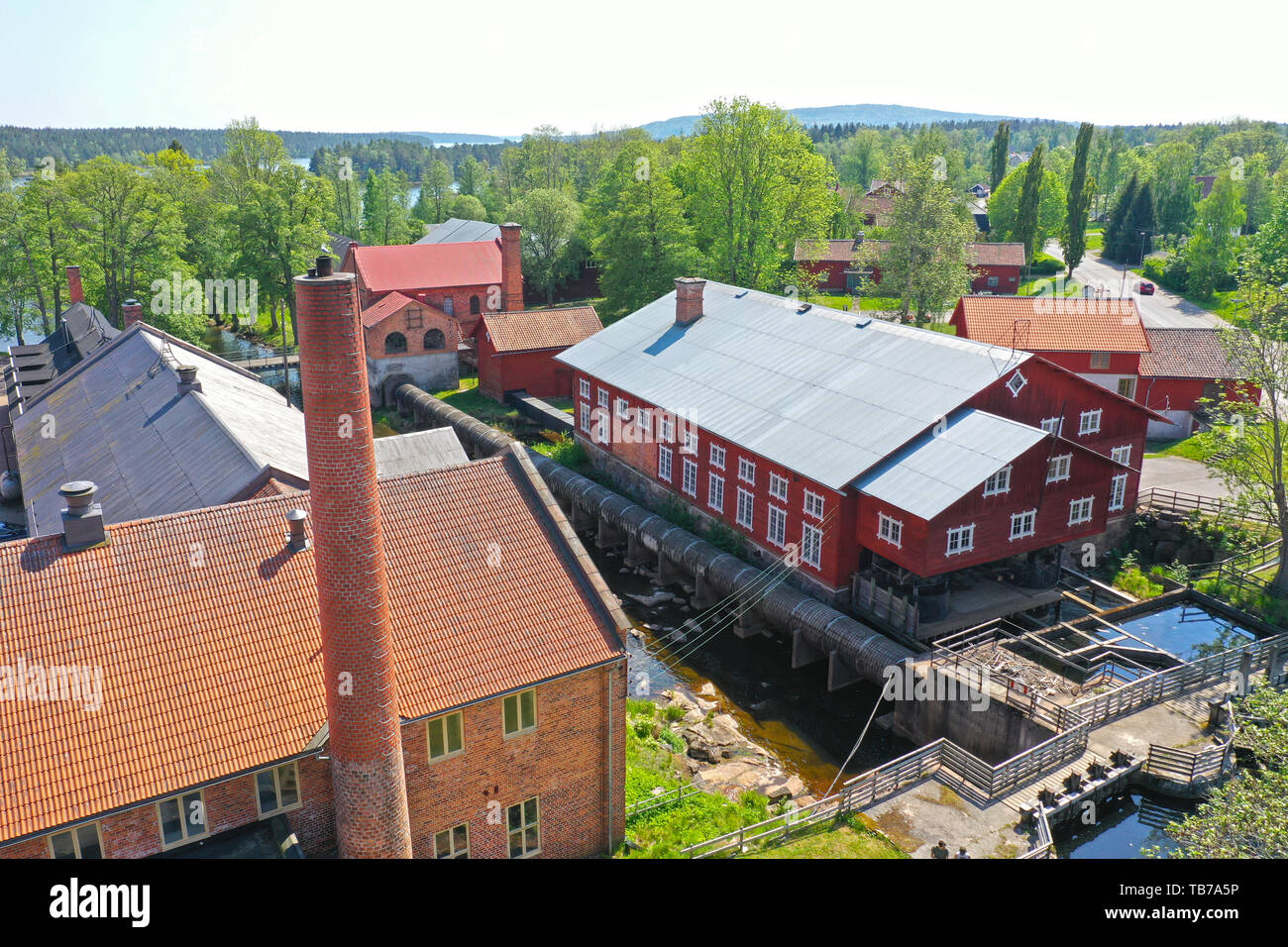 FORSVIK 20190522 Forsviks bruk. Forsviks bruk är i dag ett industriarv i Forsvik, Karlsborgs kommun. På bruket har det drivits flera olika industriverksamheter i 600 år. Brukets verksamhet har bestått av kvarn, sågverk, hammarsmedjor, träsliperi, gjuteri och mekanisk verkstad. Industriverksamheten på bruket har förändrats, bytts ut och förnyats i takt med ägare och efterfrågan. Foto Jeppe Gustafsson - Stock Image