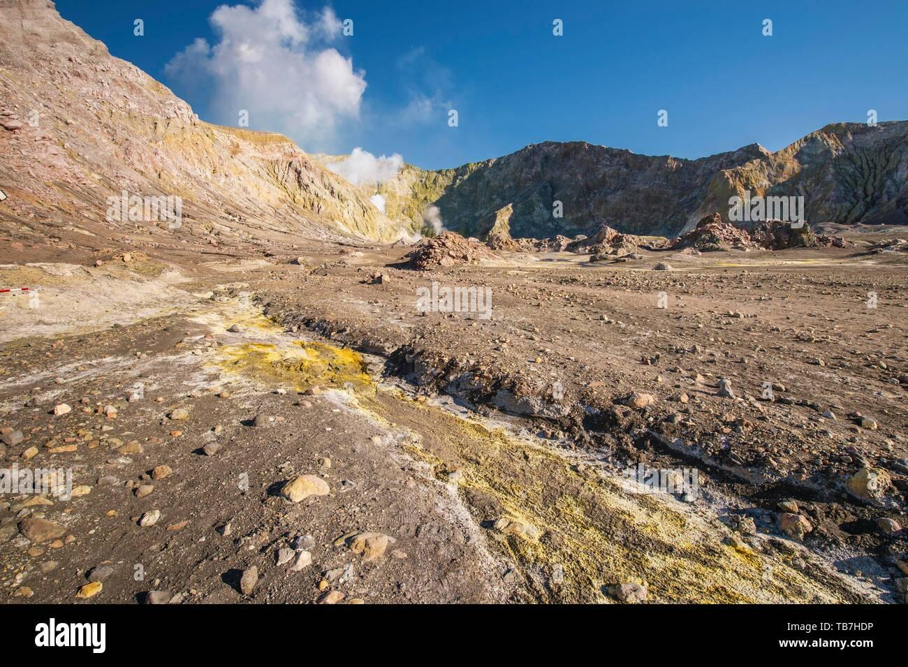 Rock formations, yellow sulphur and fumaroles on the volcanic island of White Island, Whakaari, Bay of Plenty, North Island, New Zealand - Stock Image