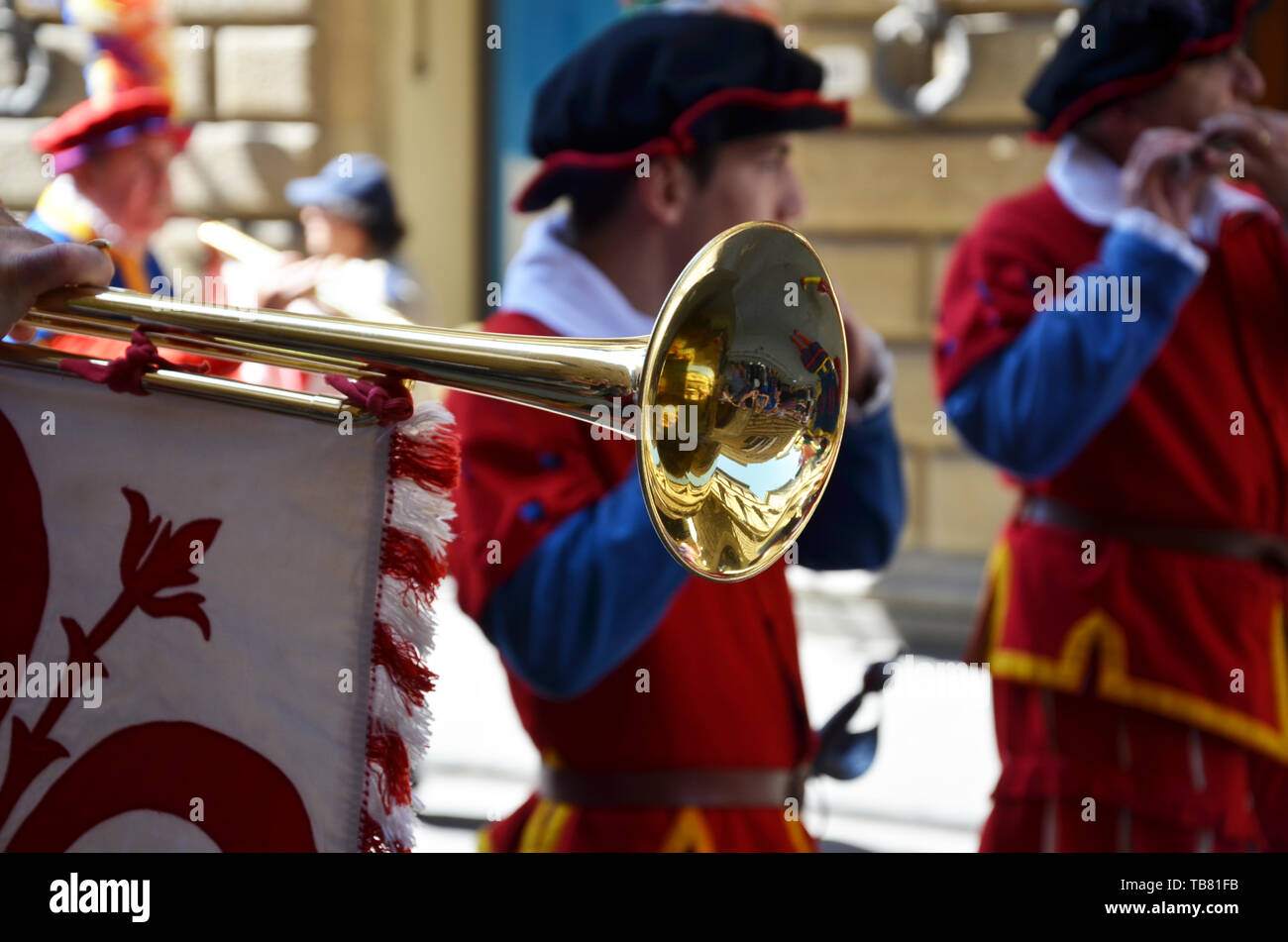 Figure character of the historic Florentine procession playing the trumpet - Stock Image