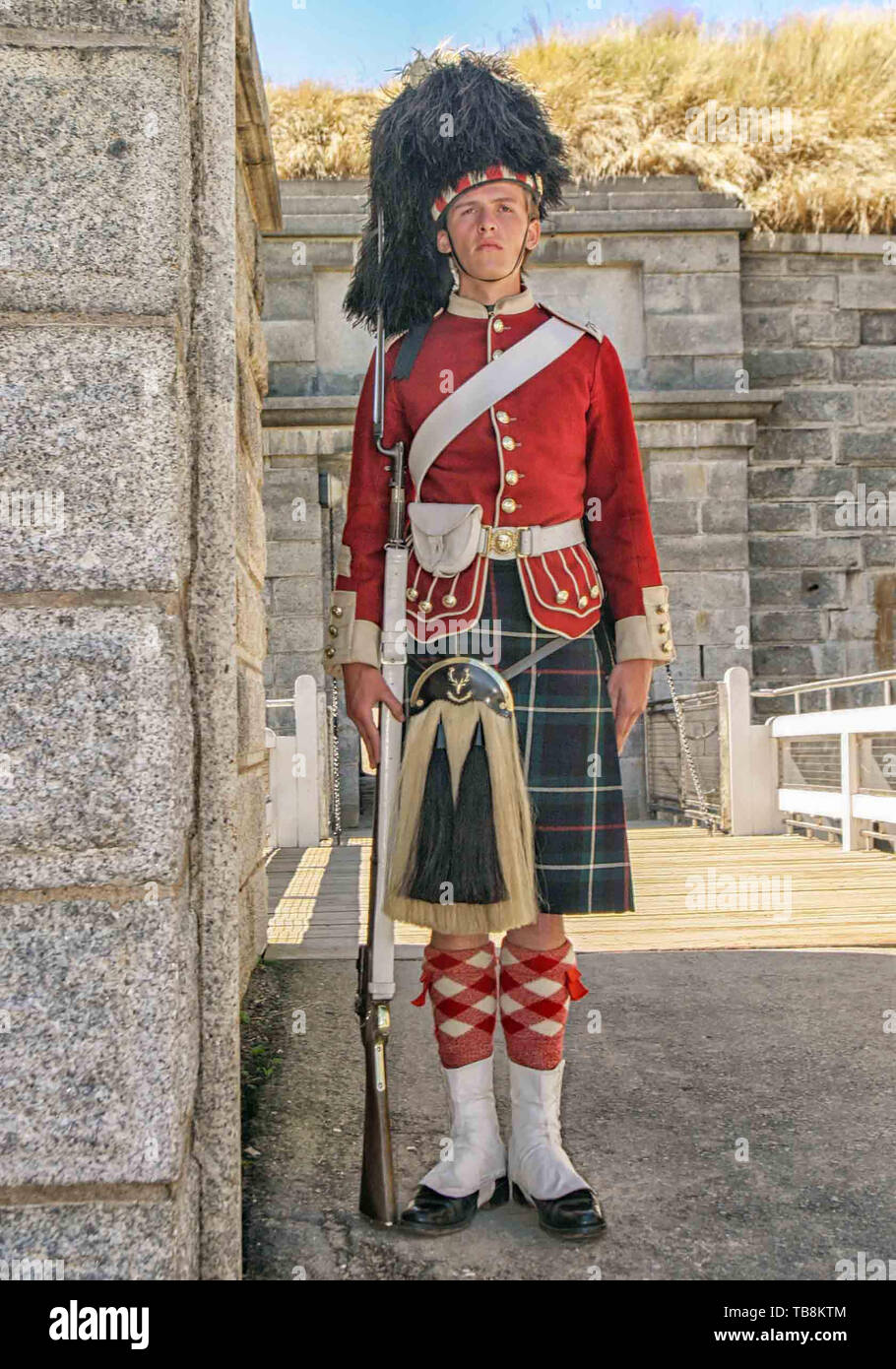 Halifax, Nova Scotia, Canada. 5th Sep, 2005. Standing at attention while on guard, re-enactors dressed as soldiers of the 78th Highland Regiment, on Citadel Hill (Fort George), a National Historic Site in Halifax, Nova Scotia. A living history museum, the fort is among the most visited sites in Atlantic Canada. Credit: Arnold Drapkin/ZUMA Wire/Alamy Live News - Stock Image