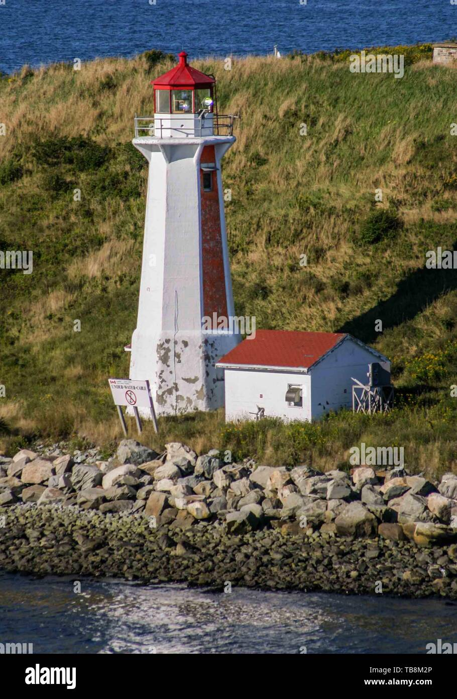 Halifax, Nova Scotia, Canada. 5th Sep, 2005. Georges Island Lighthouse, and the light-keeper's house, are prominent in the harbor of Halifax, Nova Scotia. Now automated, the lighthouse is operated by the Canadian Coast Guard. Credit: Arnold Drapkin/ZUMA Wire/Alamy Live News - Stock Image